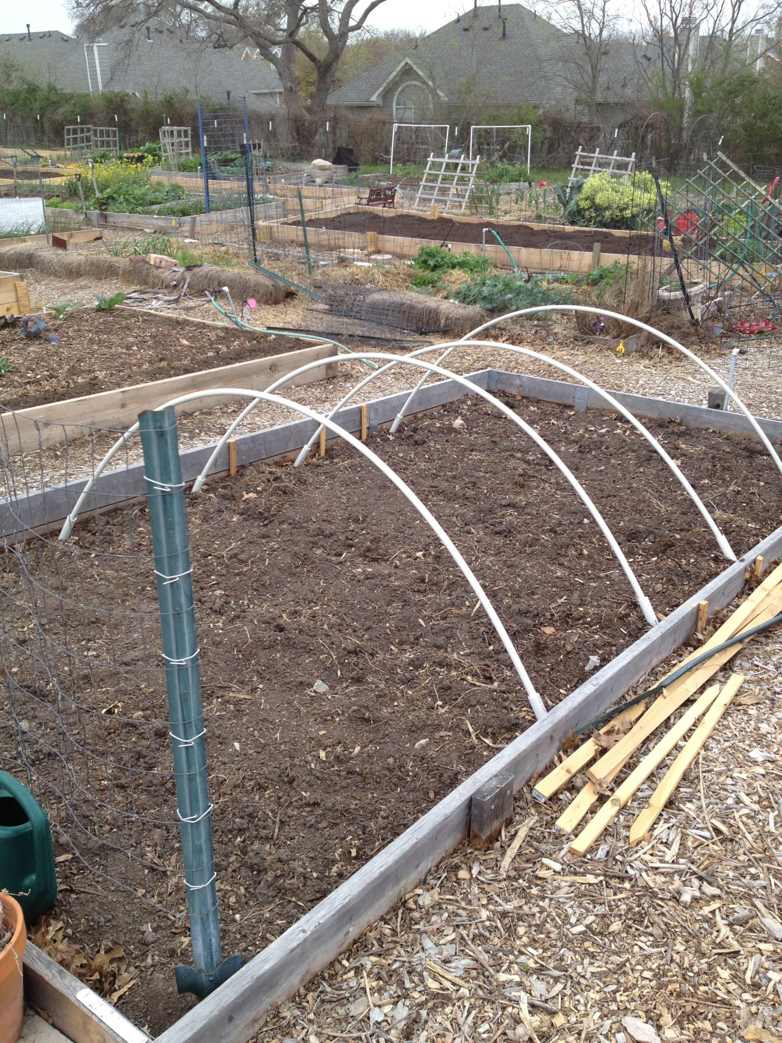 Garden Hoop Frame to Prepare for Cold